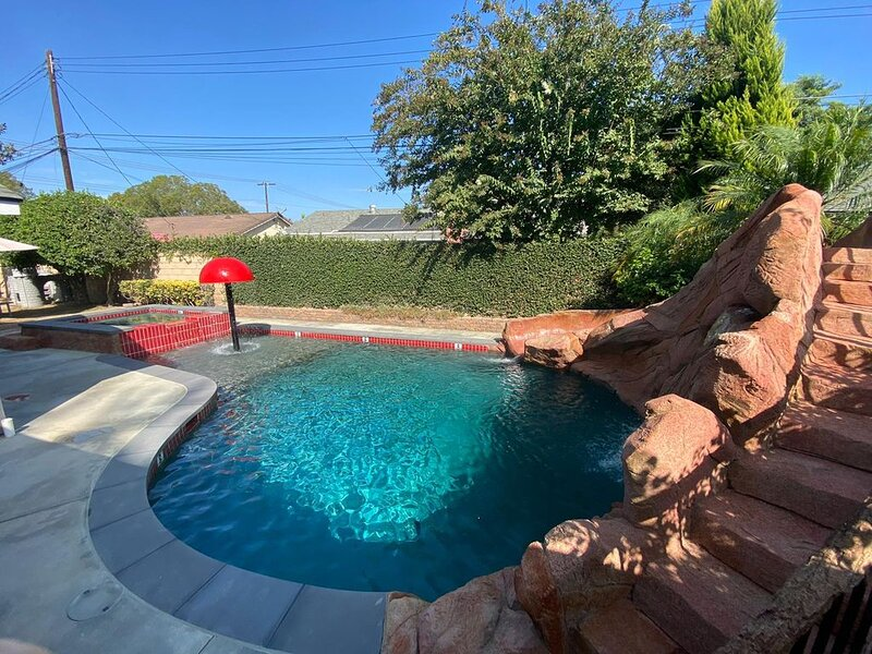 Funtierland 26 + Pool/Hot Tub + Fireworks View +FREE WiFi/Netflix + Patio, holiday rental in Stanton