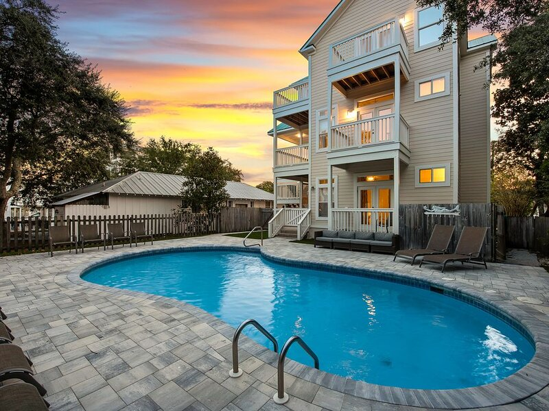 Gulf & Western Lake Views! Steps from the Beach! Private Pool!, location de vacances à Grayton Beach
