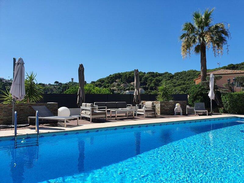 Sur les hauteurs de Cannes , Très belle maison, 3 chambres, piscine, holiday rental in Vallauris