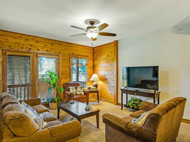 Convenient coursefront condo w/free WiFi, private washer/dryer -near hot springs, alquiler vacacional en Pagosa Springs