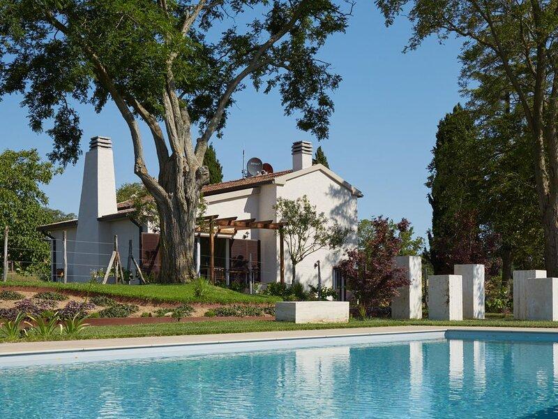 Grandono, agriturismo in Maremma con un solo appartamento, giardino e piscina, holiday rental in Montorgiali
