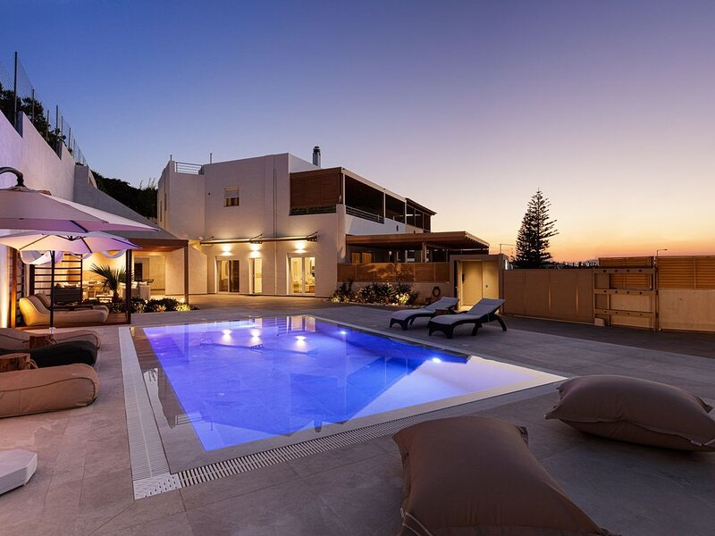 Puzzle Residence, holiday rental in Platanias
