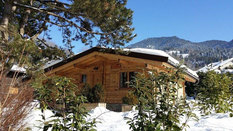 Chalet individuel avec terrasse et jardin privé,  proximité du lac d'Annecy, holiday rental in Haute-Savoie