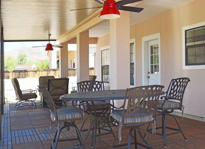 906 Rio Vista: An Upscale Condo in Lajitas Resort, holiday rental in Big Bend National Park