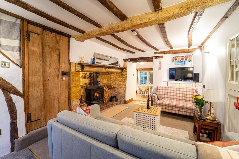 Cosy Cotswolds cottage with strong WiFi and self check in service, alquiler vacacional en Moreton-in-Marsh