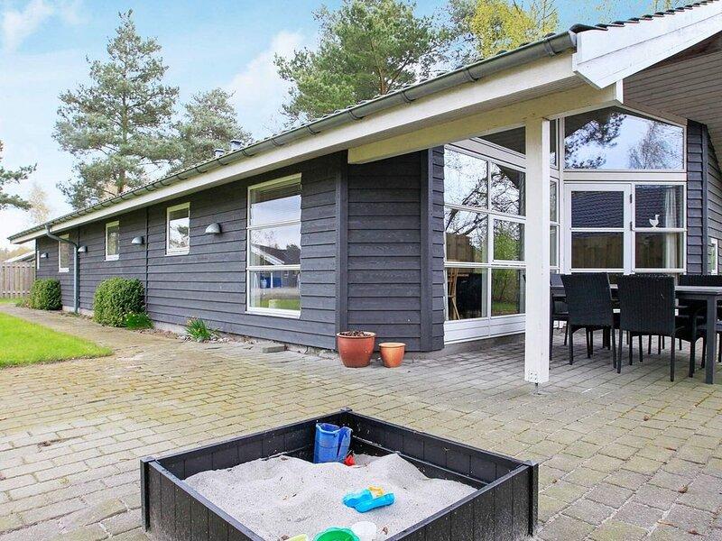 Graceful Holiday Home in Guldborgsund with Sauna, location de vacances à Marielyst