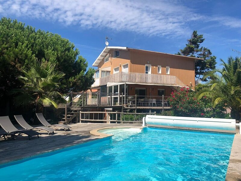 Center Cap Ferret. Private swimming pool heated & garden. Close Ocean. WIFI., casa vacanza a Cap-Ferret