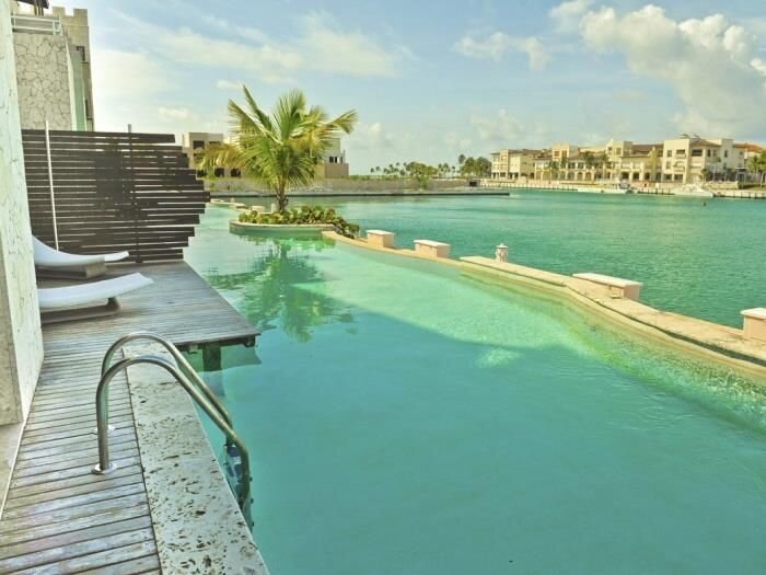 INCREDIBLE WATER FRONT APARTMENT WITH AMAZING VIEWS AND INFINITY POOL !!, alquiler de vacaciones en Punta Cana