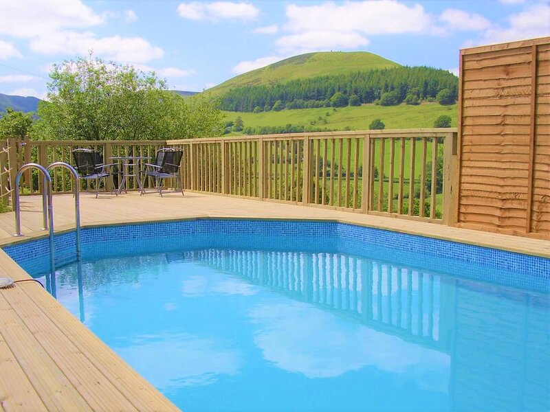 Large barn conversion in the Cambrian Mountains, private pool and spa., vakantiewoning in Llanbrynmair