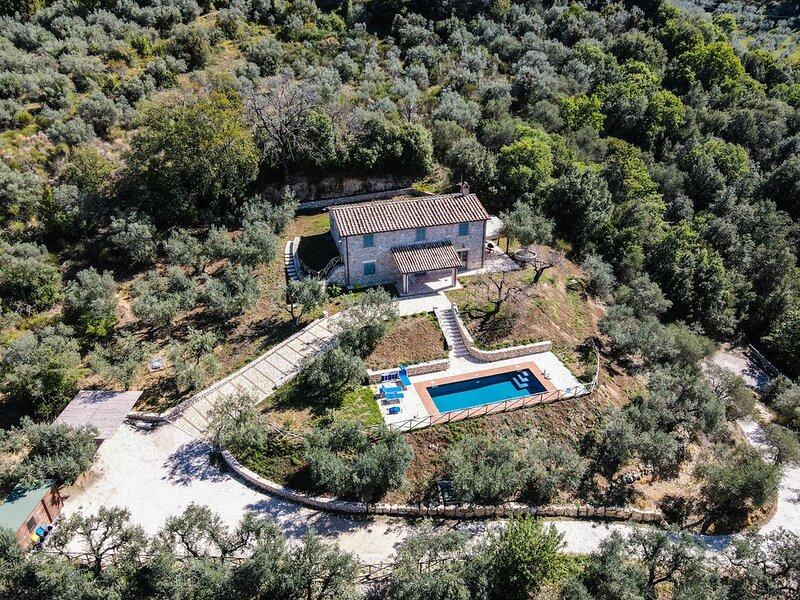 House with private pool, air conditioning and stunning views!!!, location de vacances à Civitella del Lago