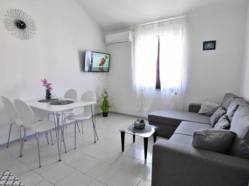 Appartameno Gallery Umag centro, Wi-fi, lavatrice, climatizzato, terrazzo, casa vacanza a Umag
