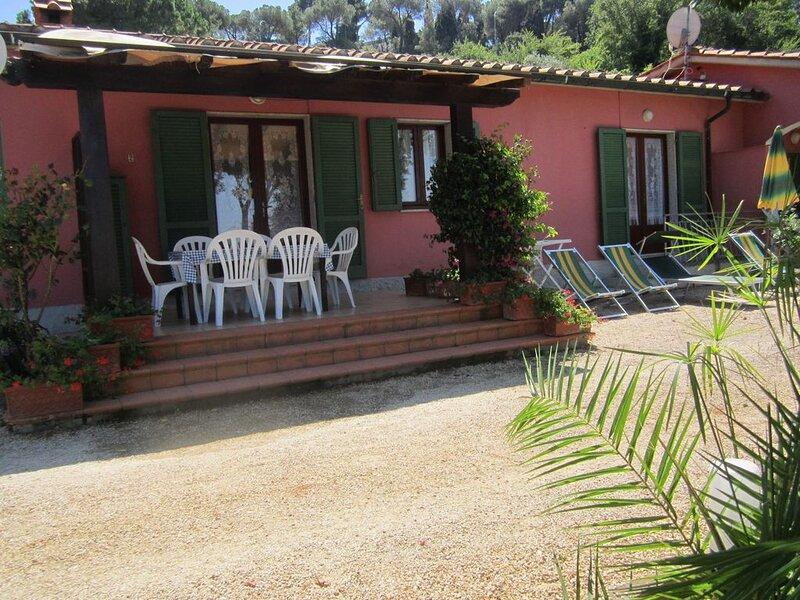 Villa Giuliana, appartamento Trilocale 6/7 Ptl., holiday rental in Gualdo a Capoliveri