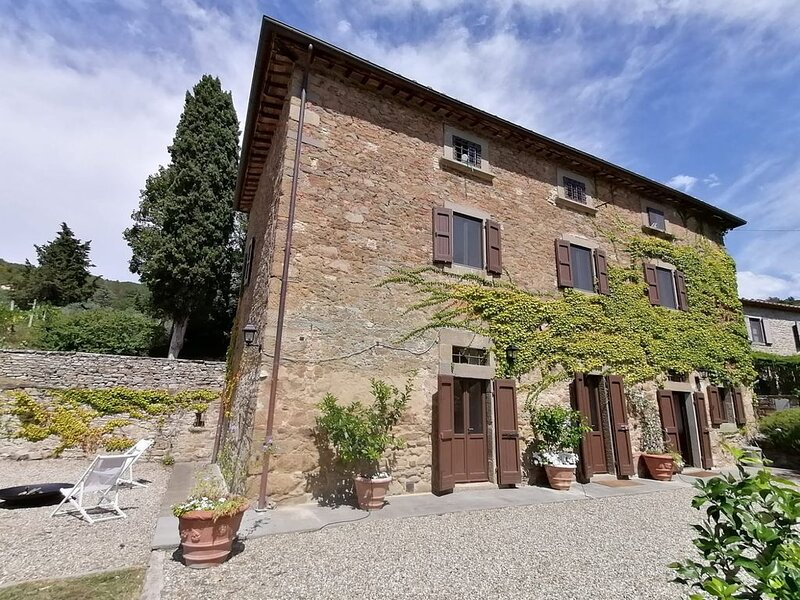 Entire Tuscan Villa with Private Pool, holiday rental in Montalla