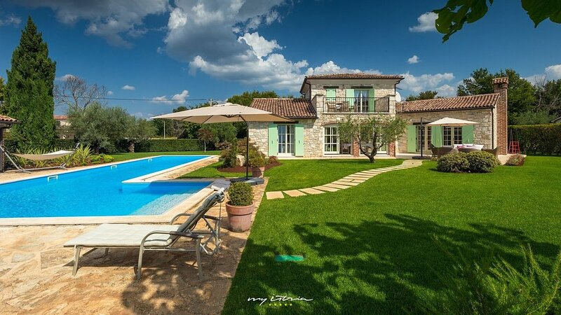 Beautiful and luxurious villa in Central Istria, holiday rental in Mofardini