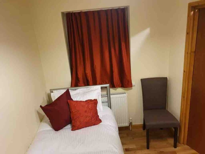 Single Room, Single Bed (Plumstead/Abbey Wood), location de vacances à Dartford