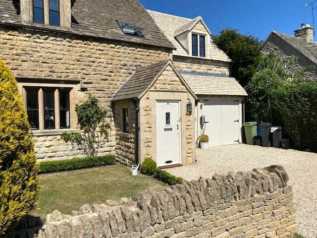 Large Stylish Luxury Cotswold Cottage - ideal for families, w/ EV charging, holiday rental in Colesbourne