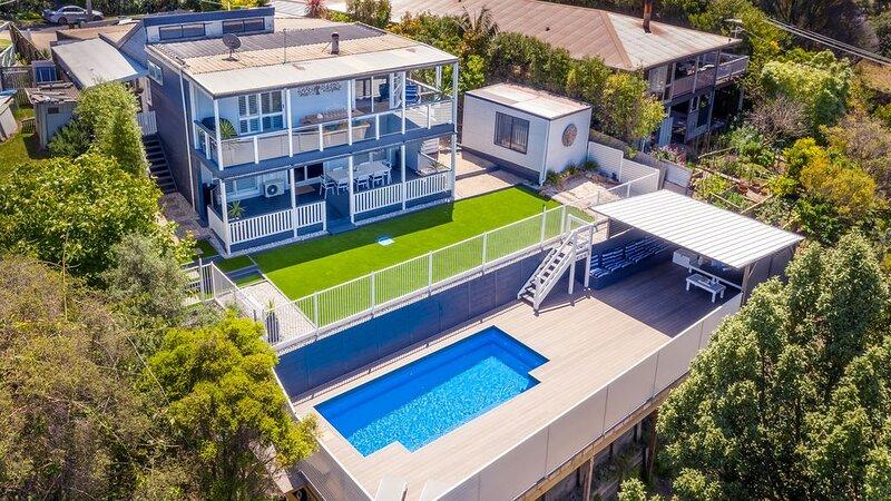 PENINSULA RETREAT beach house with views & a pool, casa vacanza a Segale