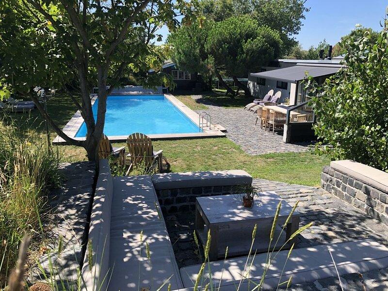 Luxe Privé duinvilla met verwarmd zwembad, 150m van strand, holiday rental in Goedereede