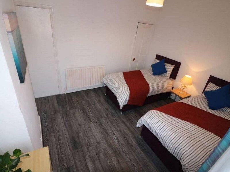 Salisbury House - Huku Kwetu (Luton), holiday rental in Harlington