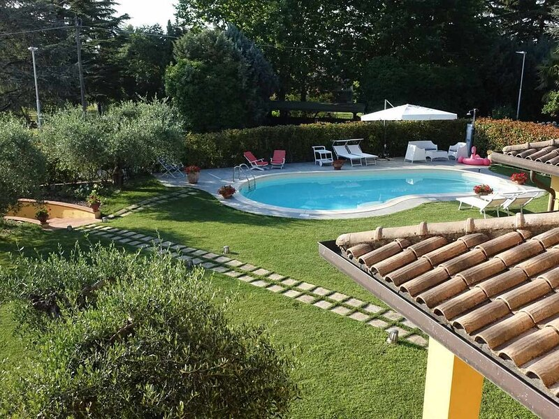 Appartamento in villa con piscina acqua salata, ideale per famiglie, alquiler de vacaciones en Marsciano