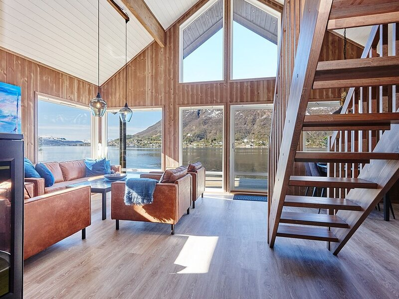 Holiday home with modern facilities and fantastic location., holiday rental in Nordland