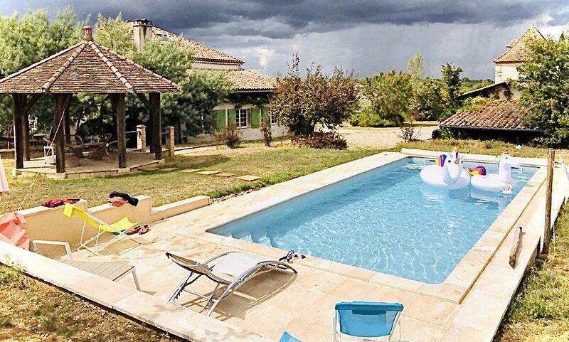 Belle maison de caractère avec piscine rénovée en 2019, holiday rental in Auvillar
