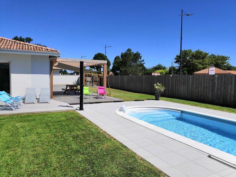 Villa ensoleillée avec piscine à deux pas du centre ville, proche océan&bassin, location de vacances à Le Porge