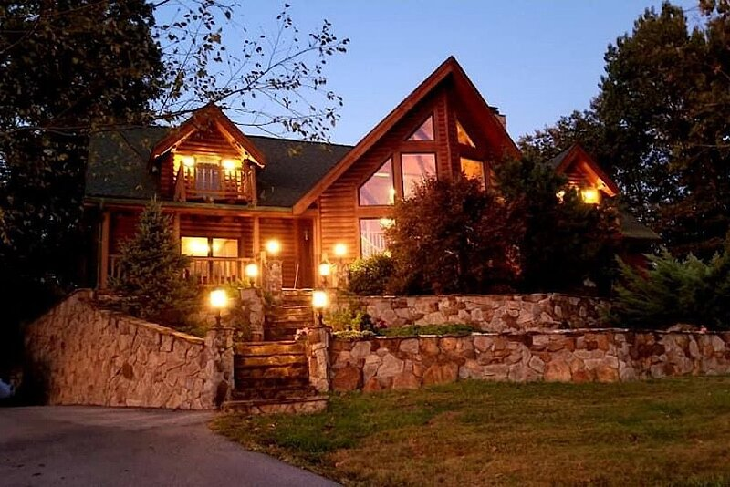 Enchanted Forest Luxury Cabin, holiday rental in Hodgenville