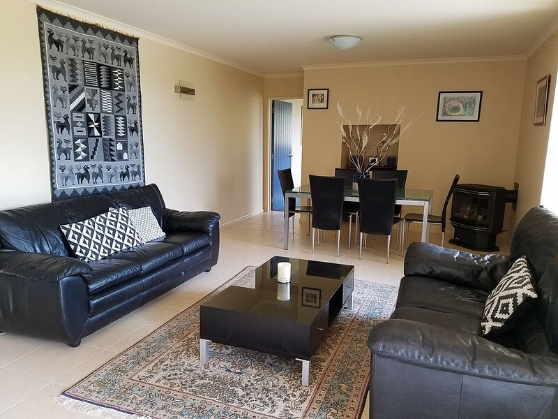 Privacy, birdsong, and views, vacation rental in Tahunanui