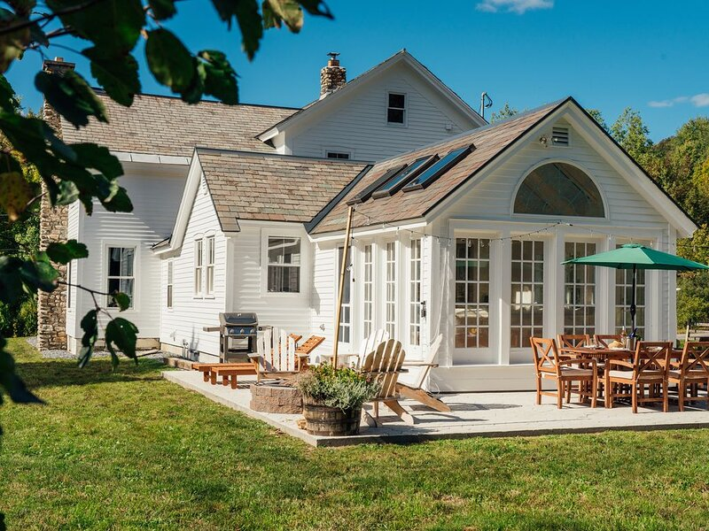 New! Lovingly restored Antique Vermont Farm House- Horse Friendly!, holiday rental in West Pawlet