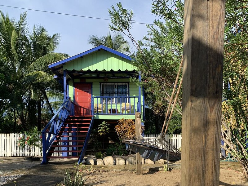 Blue Hole Cabana - All Seasons Guest House, vakantiewoning in Hopkins