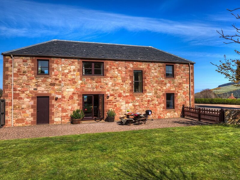 Red Gauntlet is our spacious 4 star property on the farm steading., vacation rental in Cockburnspath