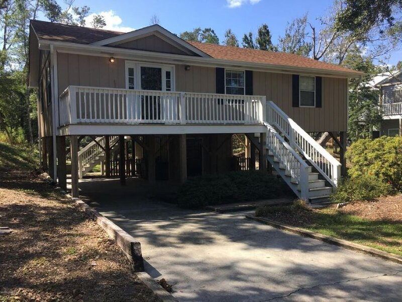 Oceanside, Single Family 5 min walk to beach New everything throughout the house, alquiler de vacaciones en Swansboro