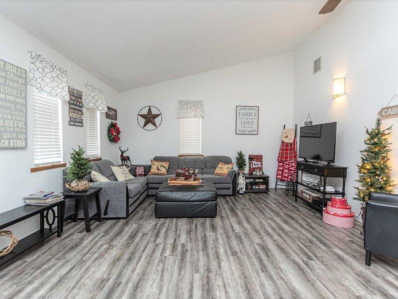 Arrowhead Lake Remodeled Rancher!!!!, holiday rental in Bear Creek