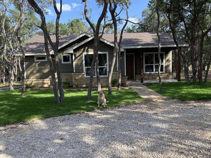 Nanna's Nook nestled safely in the woods, holiday rental in Wimberley