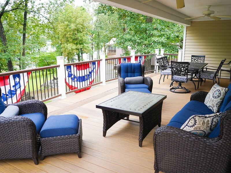 Lakin' Memories- Large Waterfront Home on KY Lake Perfect for Family Gatherings, holiday rental in Calvert City