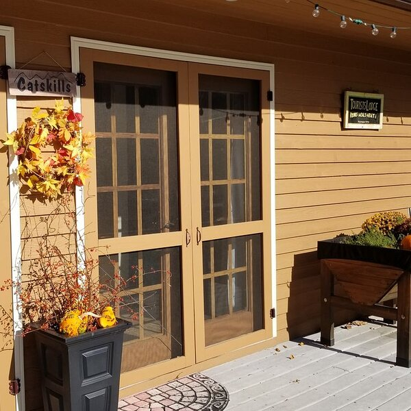 It's Fall in the Hudson Valley!  Enjoy your private cottage, fireplace & hot tub, vacation rental in Hurley