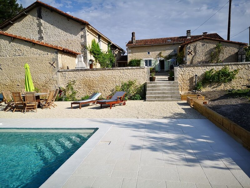 Luxurious 3 bedroom house with panoramic views, holiday rental in Champagne-et-Fontaine