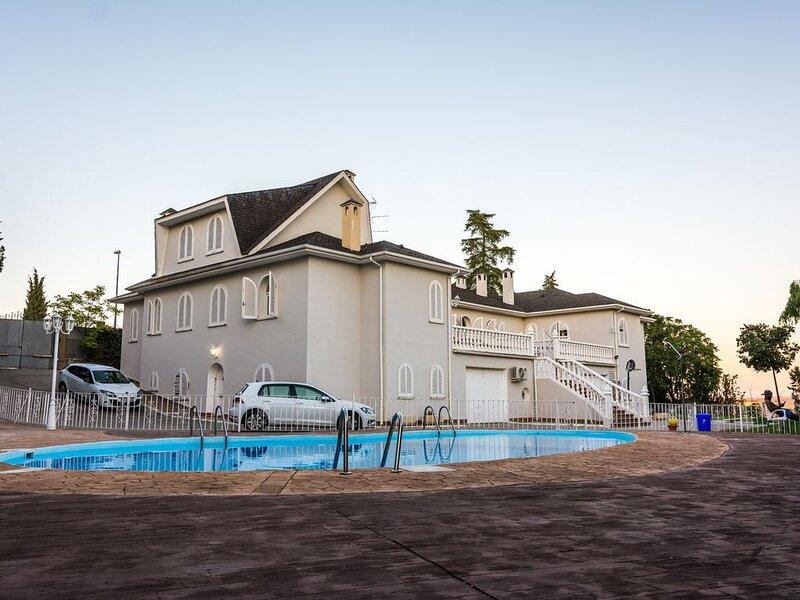 Magnifica Casa Mansión (alquiler íntegro), vacation rental in Camarena