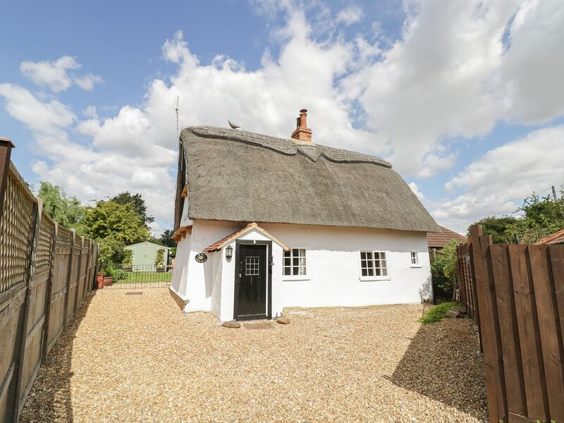 The Little Thatch Cottage, SHARNBROOK, holiday rental in Renhold