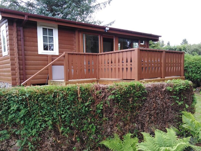 Beautiful newly refurbished log cabin nestled in the heart of Snowdonia., holiday rental in Bronaber