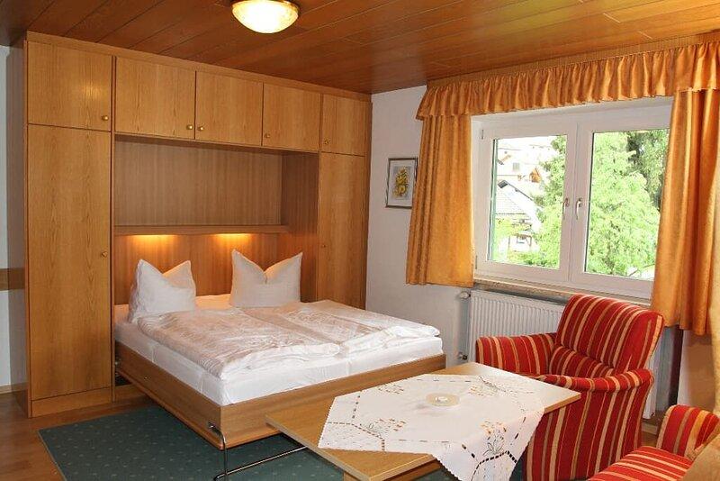 Gemütliches 1-Zimmer-Appartement mit Balkon, holiday rental in Klatovy