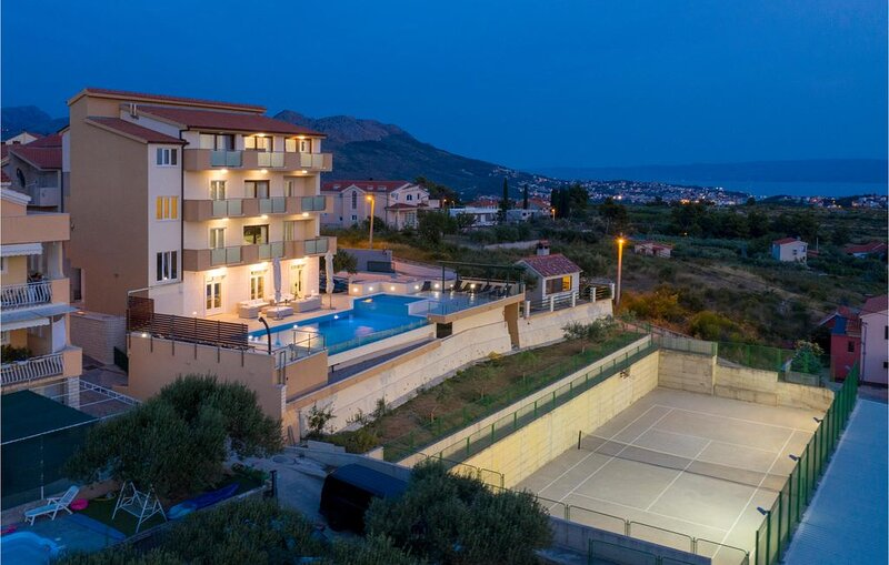 9 bedroom accommodation in Mravince, holiday rental in Solin