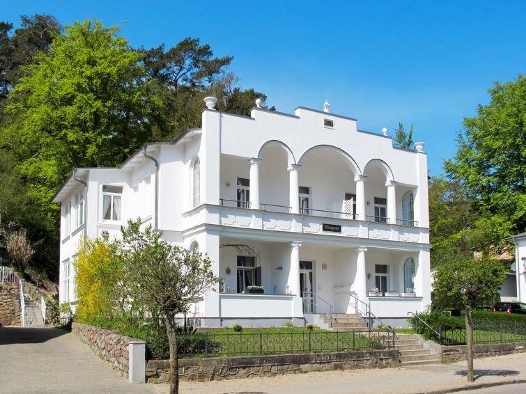 Apartment Villa Imperator  in Sellin, Isle of Rügen - 6 persons, 2 bedrooms, holiday rental in Neuensien