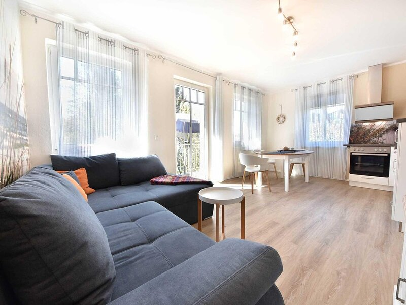 Das Haus 'Am Steinersberg' ist ein kleines, im modernen Stil gebautes Appartemen, Ferienwohnung in Seebad Heringsdorf