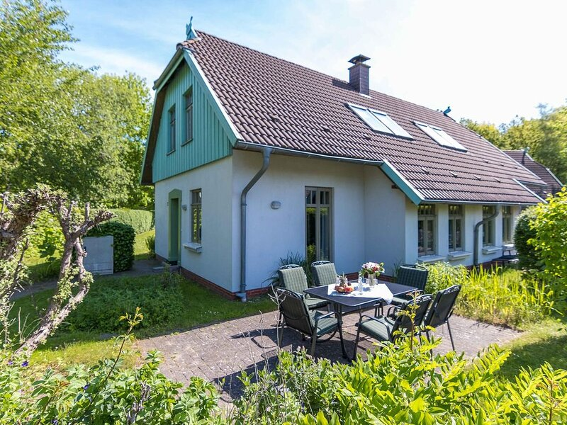Doppelhaushälfte Sanddornhof 8a im Ostseebad Wustrow, casa vacanza a Saal