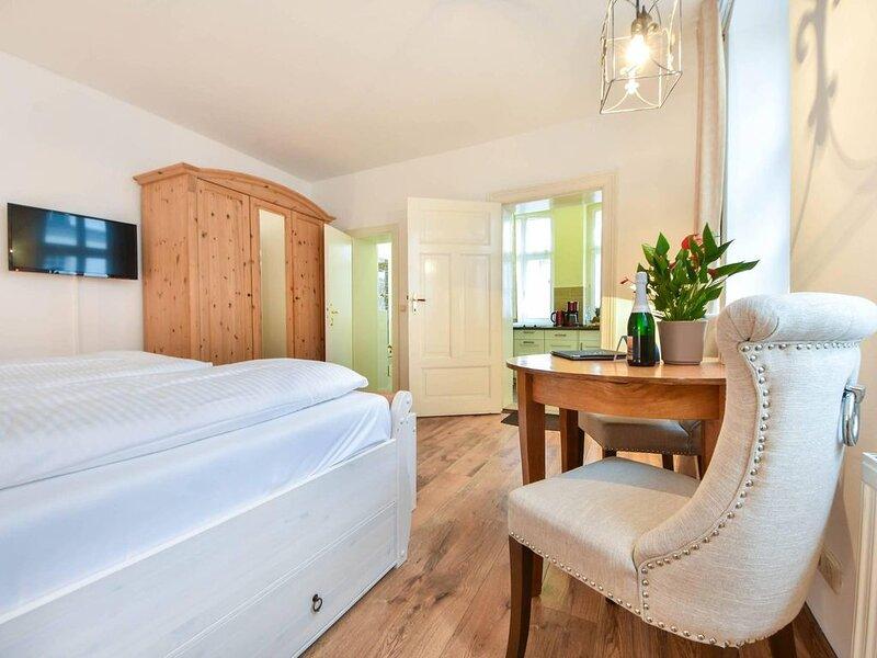 Nur wenige Meter von der Promenade entfernt begrüßt Sie die Villa Magdalena aus, holiday rental in Seebad Ahlbeck