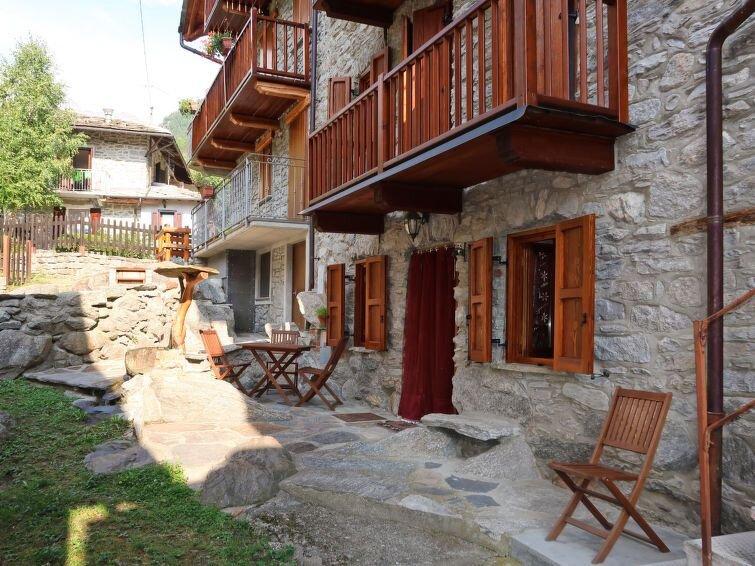 Ferienhaus Casa Ivan (SPA400) in Sparone - 10 Personen, 6 Schlafzimmer, vacation rental in Noasca