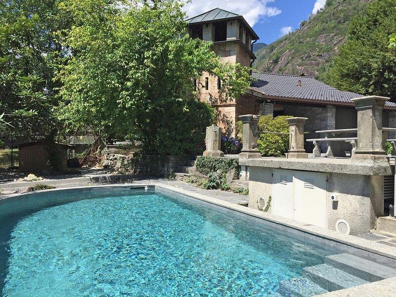 Gartenwohnung in historischer Villa mit Gästehaus und paradiesischem Garten mit, location de vacances à Cevio