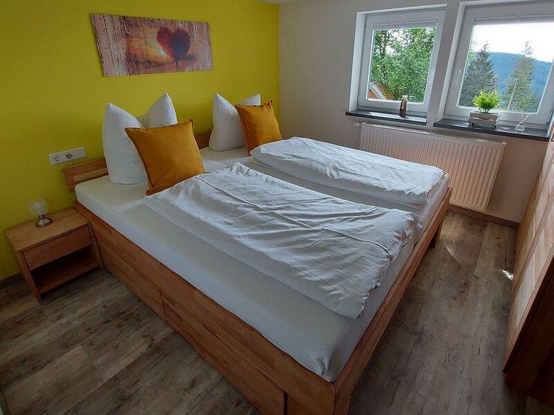 Ferienwohnung, 65 qm, 2 Schlafzimmer, 1 Wohnzimmer, max. 4 Personen, aluguéis de temporada em Kirchzarten